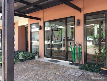Coron Ecolodge Hotel Entrance