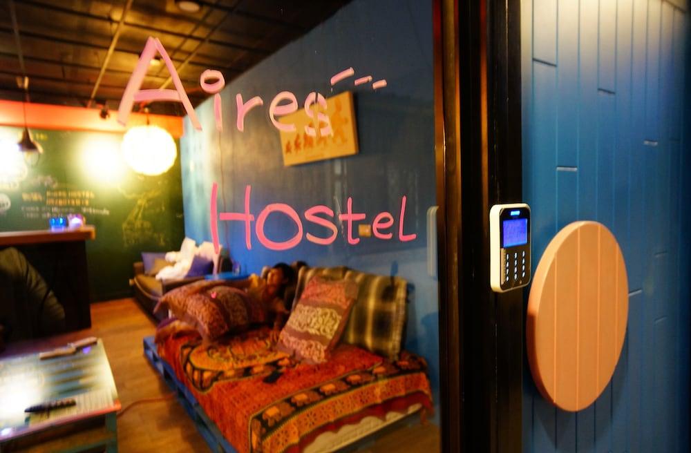 Aires Hostel
