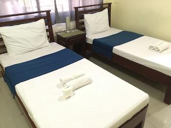 Alta City Pension Palawan Guestroom