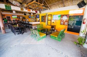 Jeepney Hostel And Kite Resort Boracay Sports Bar