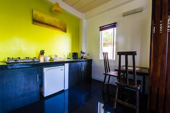 Jeepney Hostel And Kite Resort Boracay In-Room Kitchenette