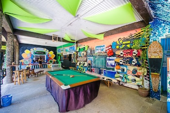 Jeepney Hostel And Kite Resort Boracay Billiards