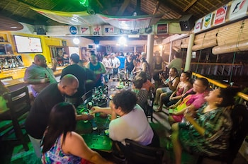 Jeepney Hostel And Kite Resort Boracay Sports Bar