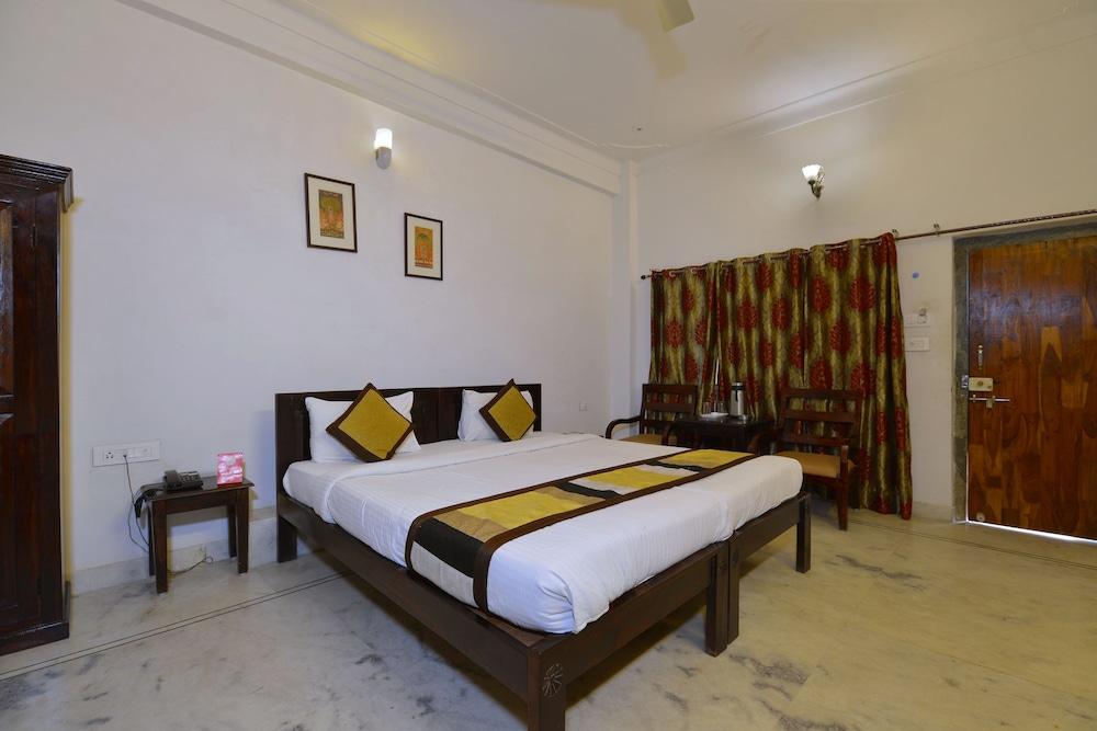 Chandra Prakash Hotel