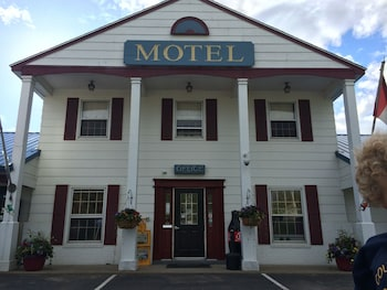 Colonial Valley Motel in Farmington, Maine