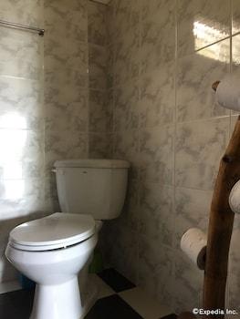 Bohol Lahoy Dive Resort Bathroom