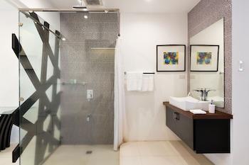 Winds Boutique Hotel Angeles Bathroom Shower
