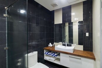 Winds Boutique Hotel Angeles Bathroom