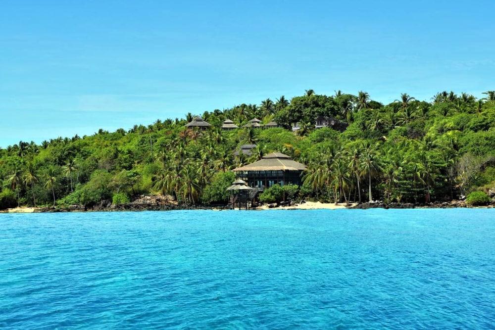 Breve Azurine Lagoon Retreat