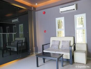 Lucky 9 Budget Hotel Davao Del Norte Lobby Sitting Area