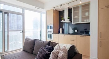 JP Stays - Cozy Lakeview Condo Downtown Core offered by Short Term Stays (552932) photo