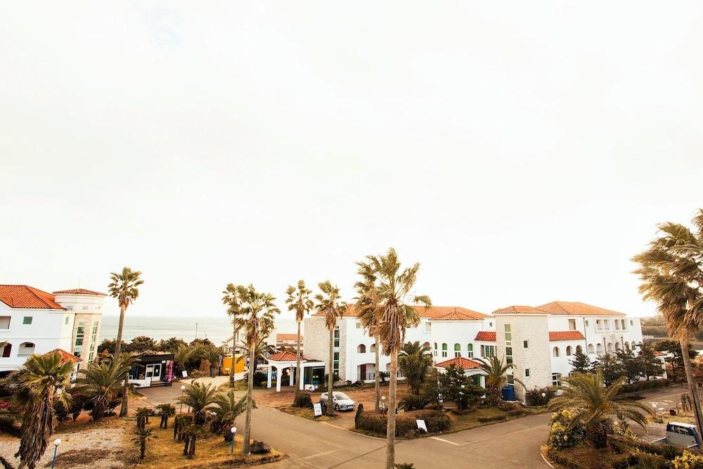 Jeju Lasania Castle Resort
