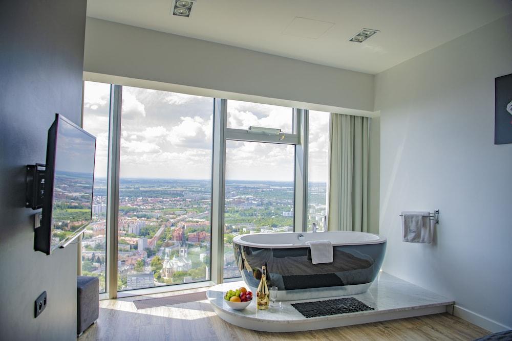 40th+ Floor Luxury Apartments in Sky Tower