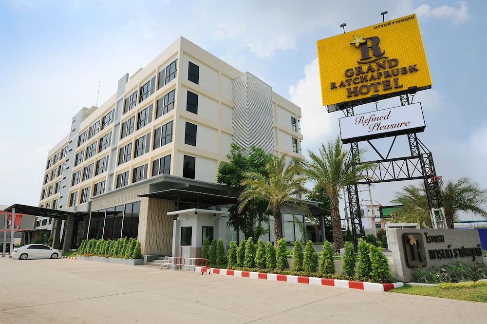 Grand Ratchapruek Hotel