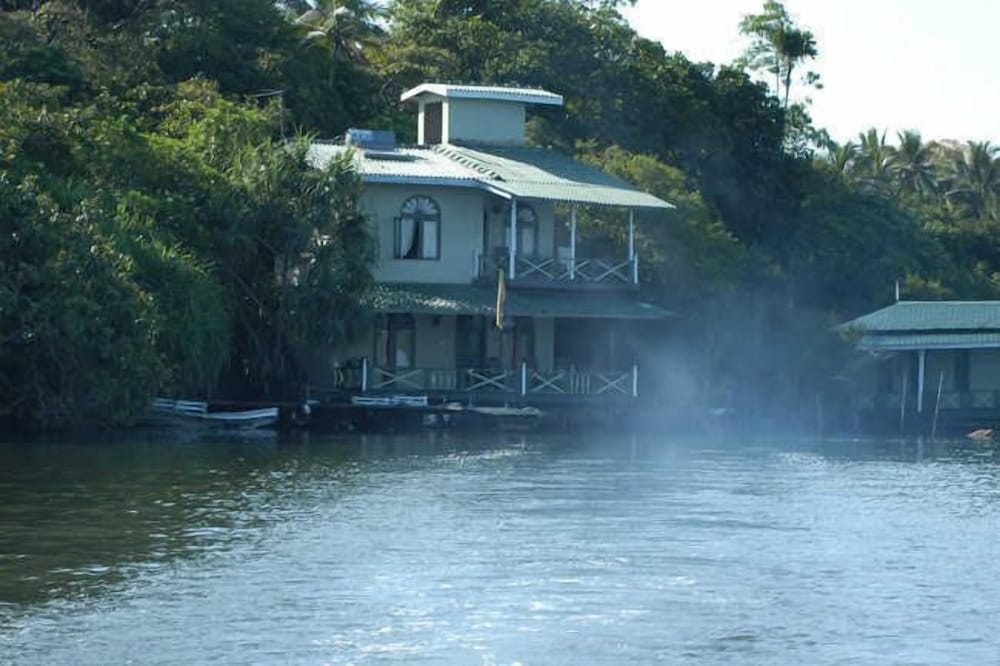 Maduganga Villa Amazing Island Resort