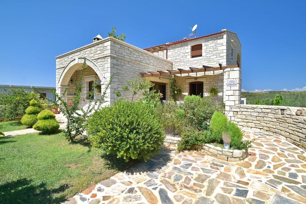 Villa Ahlades