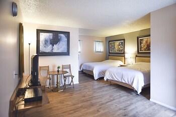 H & H Motor Lodge in Idaho Springs, Colorado