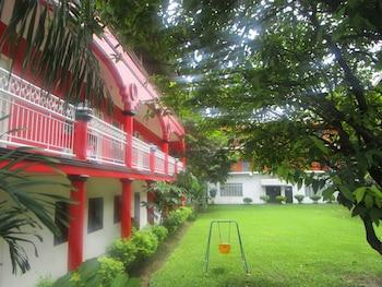 E-MO Dormitory Hostel Cebu Courtyard