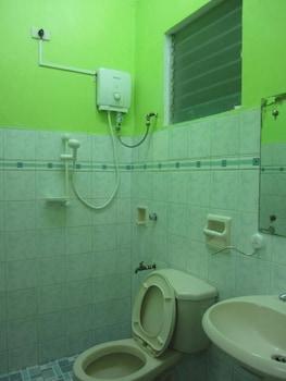 E-MO Dormitory Hostel Cebu Bathroom
