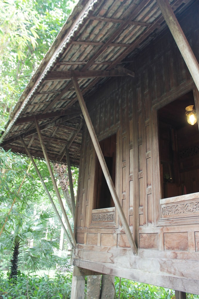 Thai Teak House Garden Homestay