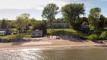 Square Rigger Lodge in Sturgeon Bay, Wisconsin