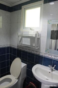 Blue Rock Beach Resort Zambales Bathroom