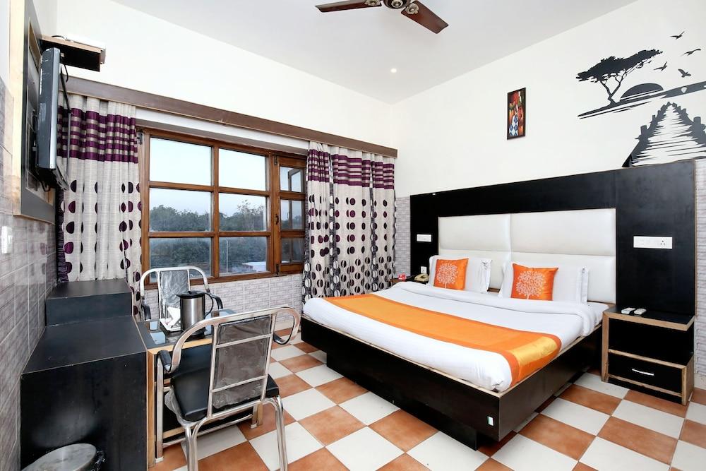 OYO 1726 Hotel City Plaza 7