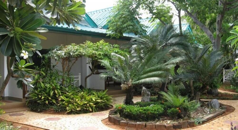 Samroiyod Holiday Resort