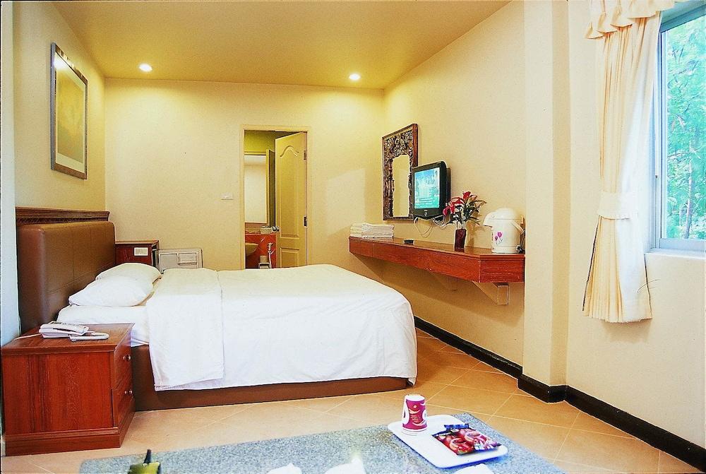 Highway Hotel Huahin