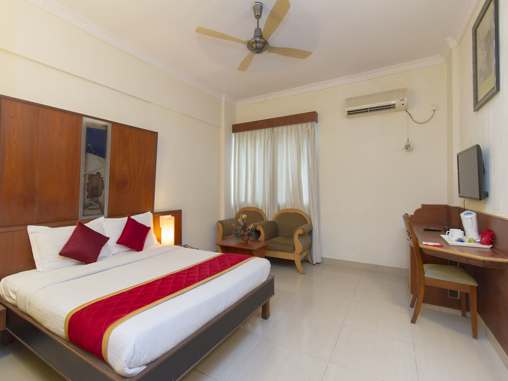 OYO 667 Hotel Vaishnavi Residency