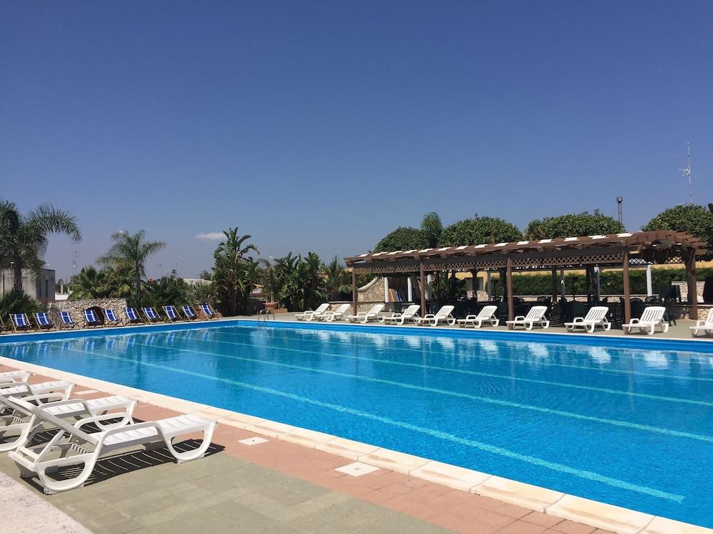 Racar Hotel & Resort