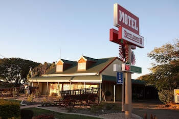Photo for Bottlebrush Motel in Capella, Queensland
