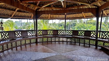 White Chocolate Hills Resort Dumaguete Terrace/Patio