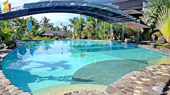 White Chocolate Hills Resort Dumaguete Outdoor Pool