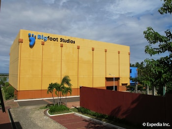Hollywood Suites Bulacan Hotel Front