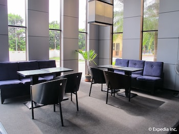 Hollywood Suites Bulacan Hotel Lounge