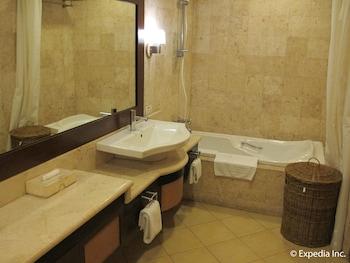 Hollywood Suites Bulacan Bathroom