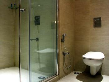 OYO 920 The Purple Leaf Hotel - Bathroom  - #0