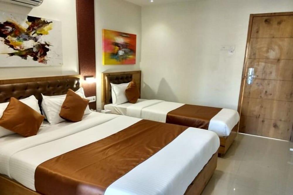 Hotel Grandeur Mumbai