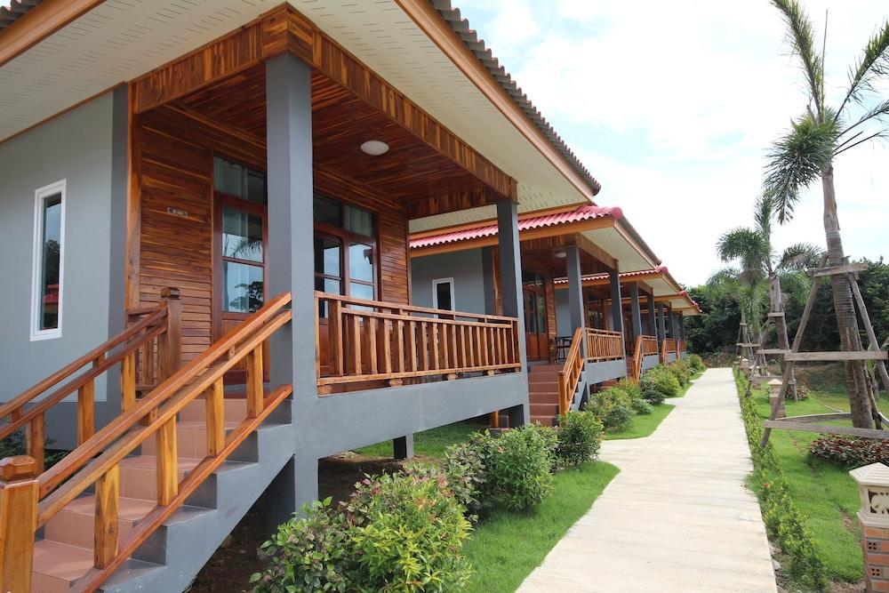 Lanta Lapaya Resort
