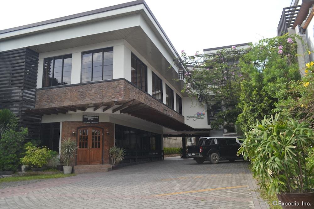 Stonewood Hotel