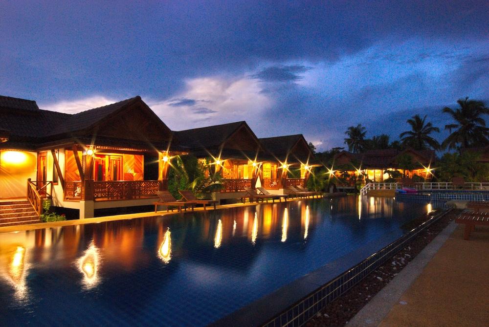 Sangsawan Palace Khaolak Hotel