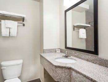 Days Inn & Suites Jamaica JFK Airport - Guestroom  - #0