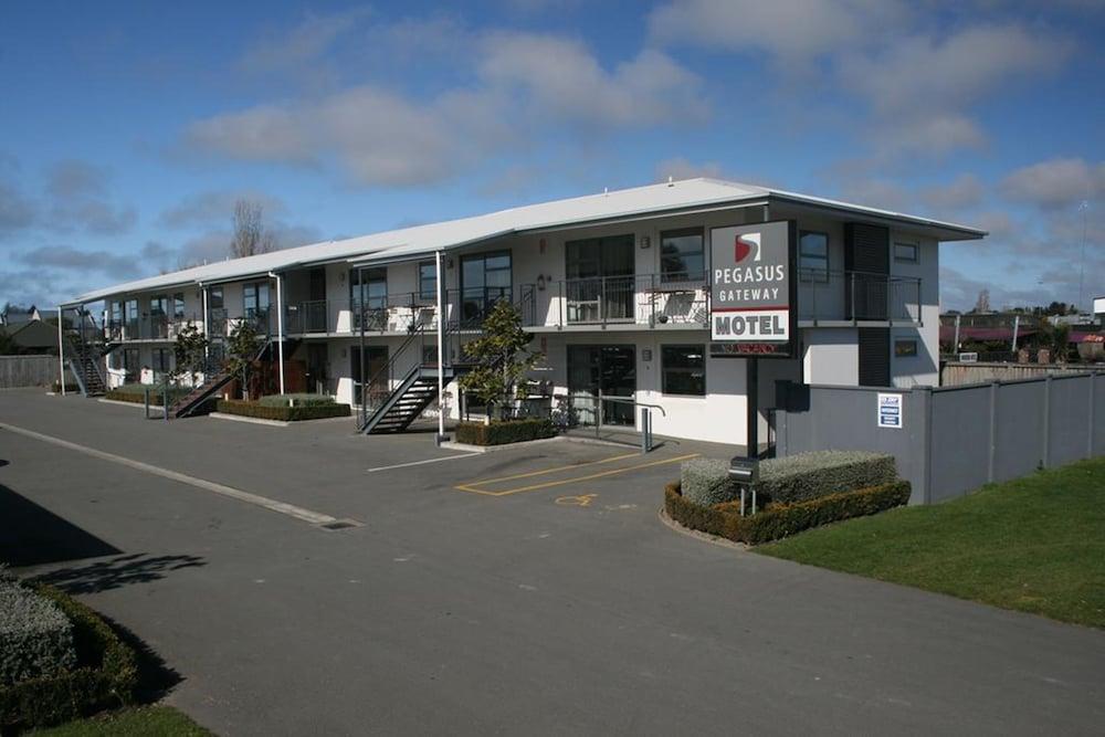 Pegasus Gateway Motels and Apartments
