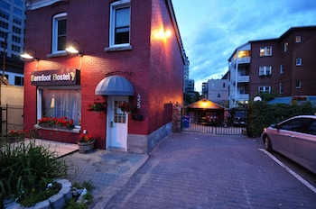 Barefoot Hostel – Caters to Women
