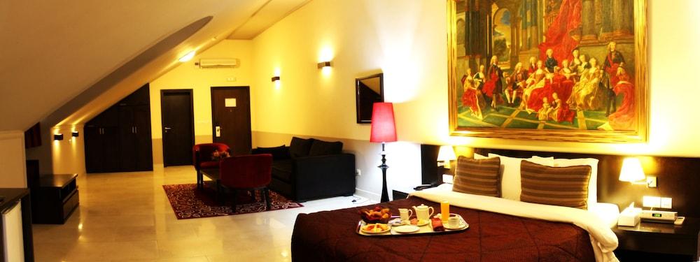 Elion House Hotel