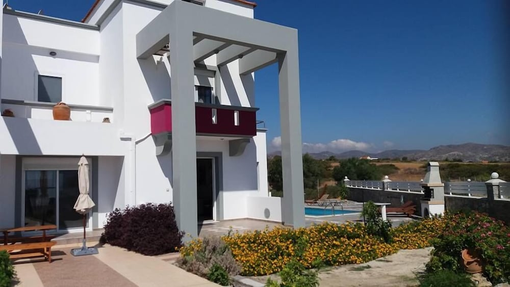 White Pearl Villa Gennadi