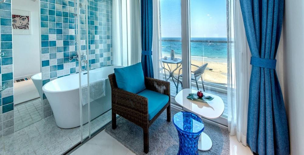 Aimi Jeju Beach Hotel