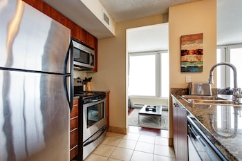 Les Etoiles Apartments by CorporateStays - In-Room Kitchen  - #0