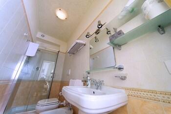 Residenza L'uncinaia Holiday House - Bathroom  - #0